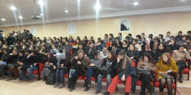 GENÇTUR Marmara Üniversitesi'nde Kamp Dağıttı